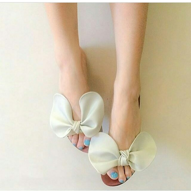 Ribbon sandals size 5