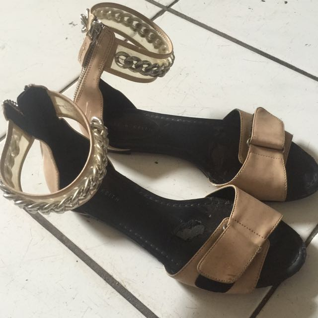 Sepatu Charles n Keith ORI
