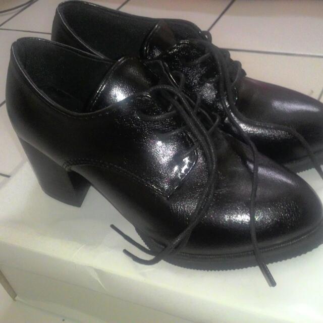 Sepatu ICONinety9