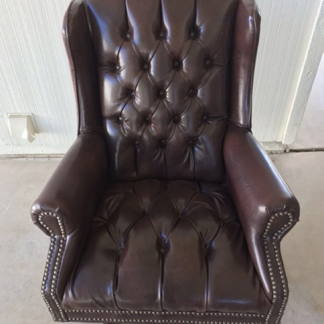 Tufted leather executive desk chair
