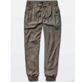 Like New Aritzia Talula Los Feliz Pants in Dark Olive - Size S