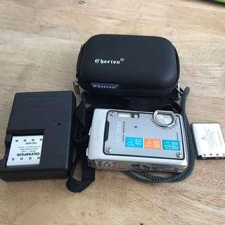 Olympus 795 sw waterproof camera