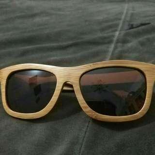 Kacamata kayu bambu