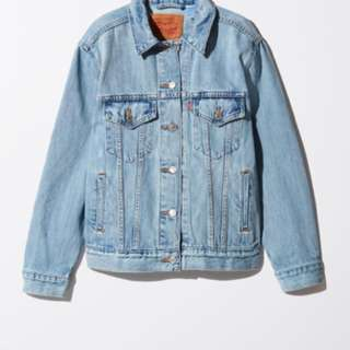LEVI's boyfriend denim jacket (aritzia)