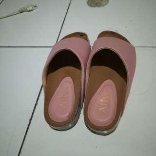 Sandal alive
