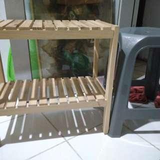 Rak kayu minimalis bahan kokoh