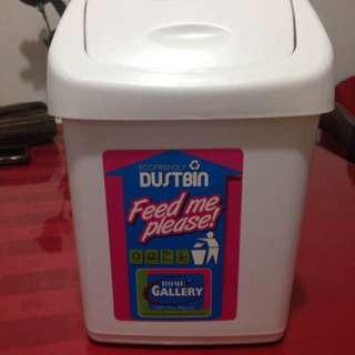 Personal dust bin