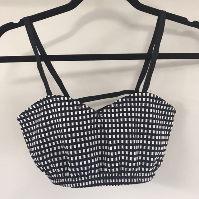 8 birdies black and white cage back crop top sz small
