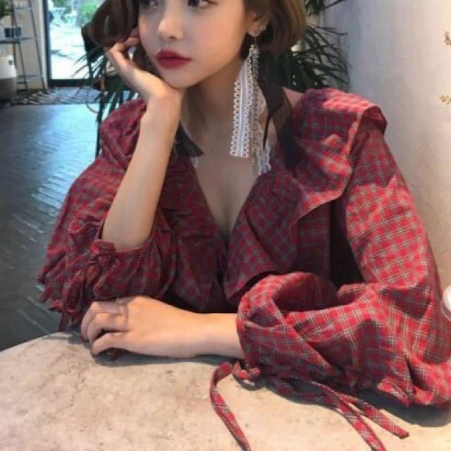 (限時特價) 韓版 荷葉領 寬袖 綁帶 格紋 上衣 紅色 現貨