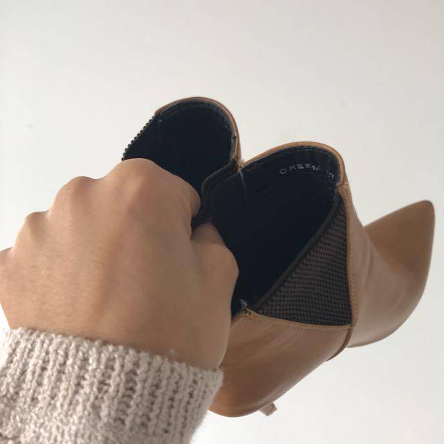 Basement tan boot  heels 37