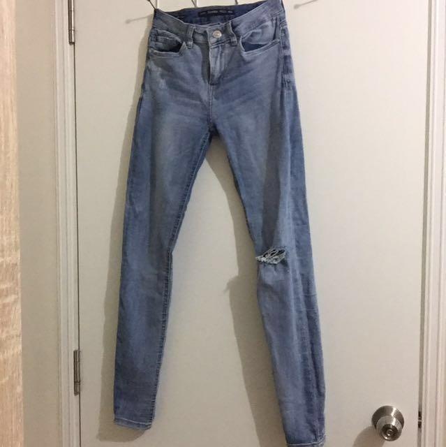 Bershka 24-25 Skinny Jeans (Knee Ripped)