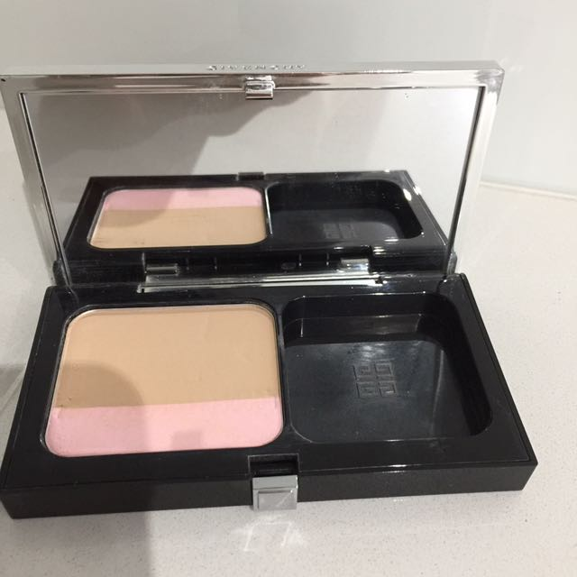 Givenchy compact powder foundation
