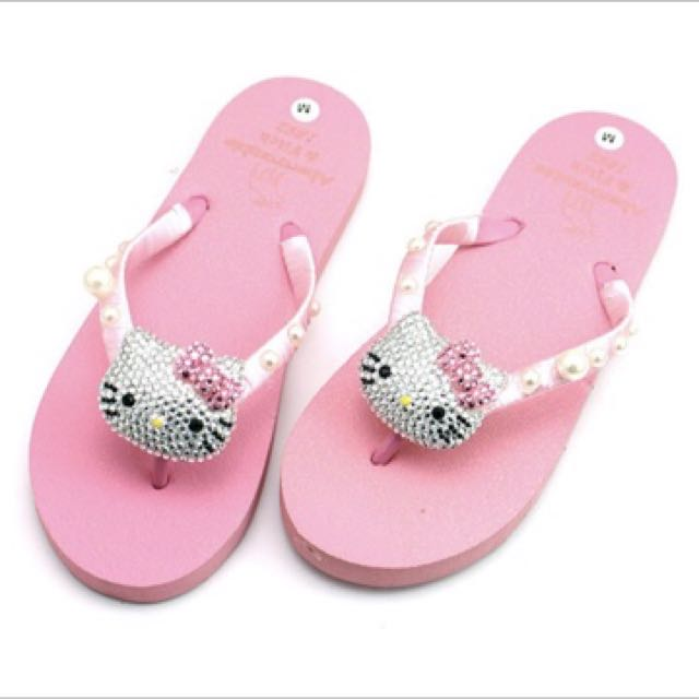 58b157939 Hello kitty slippers, Women's Fashion, Shoes on Carousell