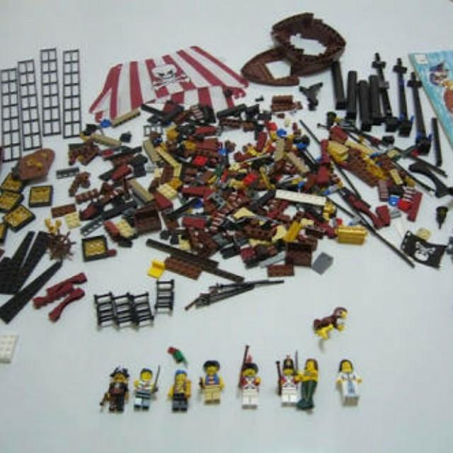 LEGO Pirate Ship - Brickbeard's Bounty
