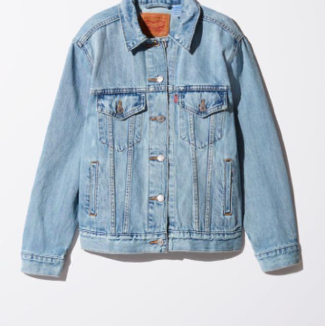 LEVI's boyfriend denim jacket (aritzia)
