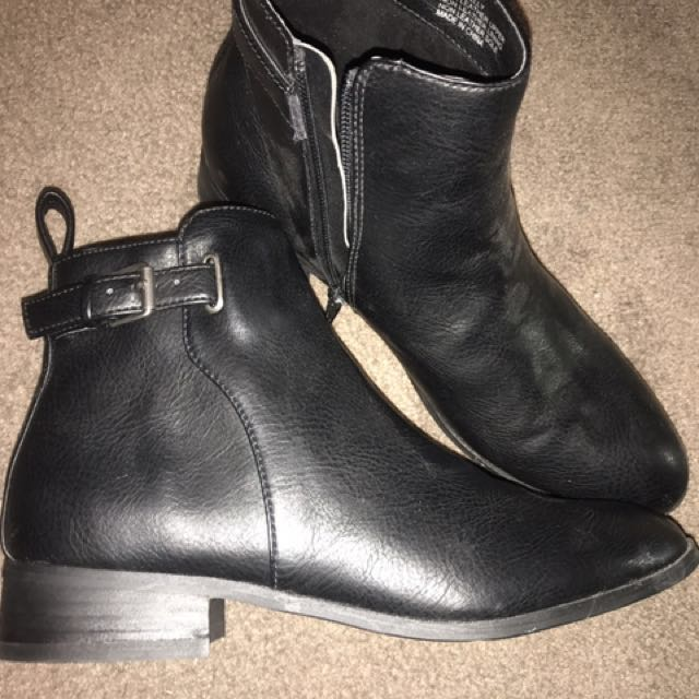 Lipstik boots with buckle brand new size 8