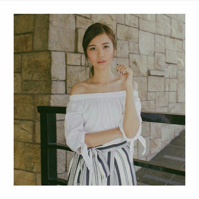 Lola and daisies offshoulder