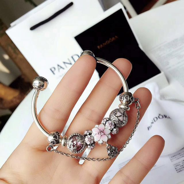 New arrival authentic pandora open bangle bracelet with for Pandora jewelry commercial 2017