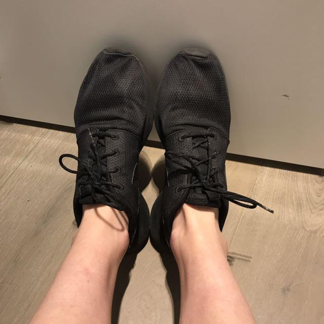 Nike Black Roshe