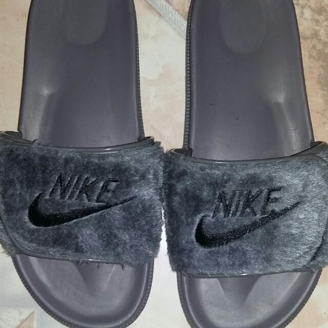finest selection 7756b b9563 Nike Fenty Slipper (Mens) on Carousell