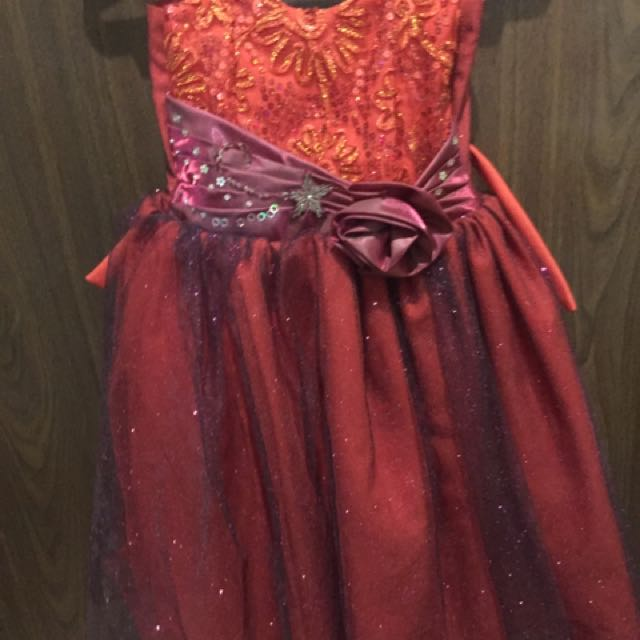Red gown for girls (2-3 y/o) used once