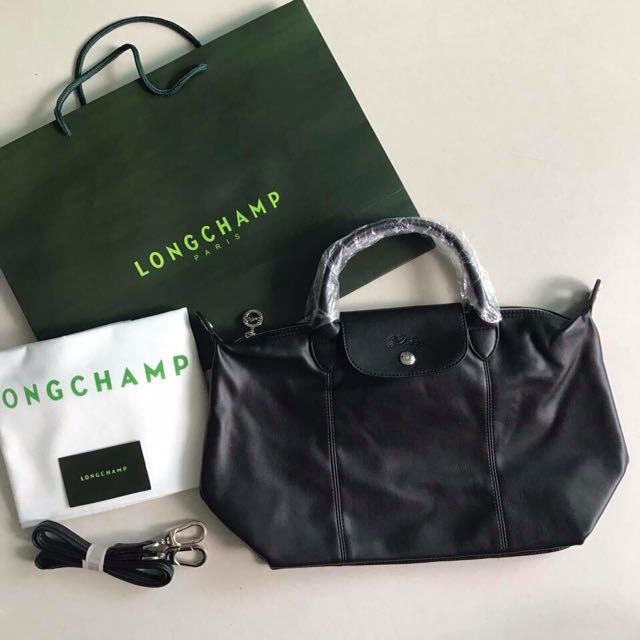 bd1e6fc646 Sale!! Longchamp le cuir medium (leather) black, Luxury, Bags ...
