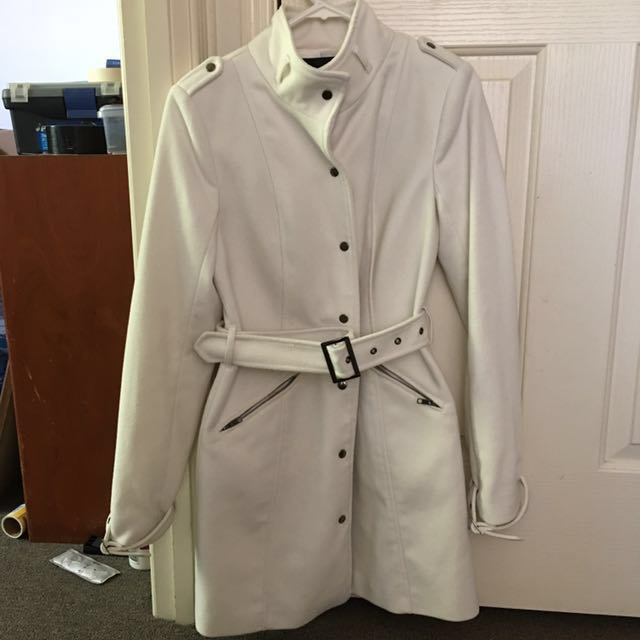 Tokito white trench coat great condition. Only used once during Tasmania trip. Bought for $80 at David Jones (Size 6)