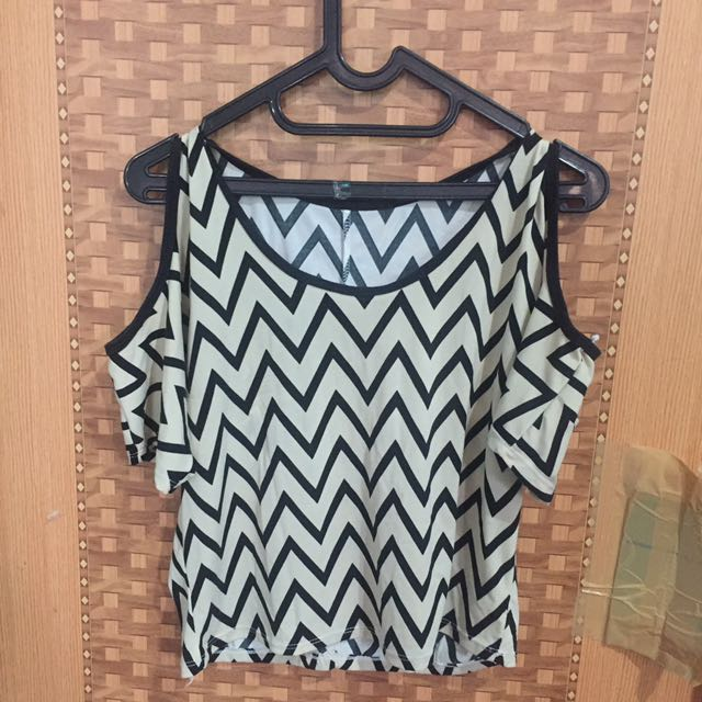 Zigzag off shoulder