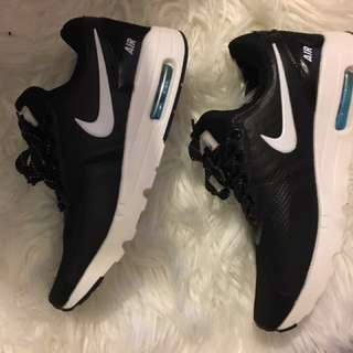 Non authentic Nike Air Runners size US 7.5