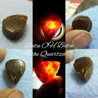 Gems type : Fossil Damar (Copal ) Origin : Sibu(Sarawak) Malaysia Cut : Pear Color : Black&Red Price : Rm xx.xx (Pm) Postage : RM 10.00 Weight : 11.70ct Size : 2.ocm×1.5cm×8mm Cod : 96000 Sibu  Pm me Wasap.my/60109640967  Visit page Batu OH Batu