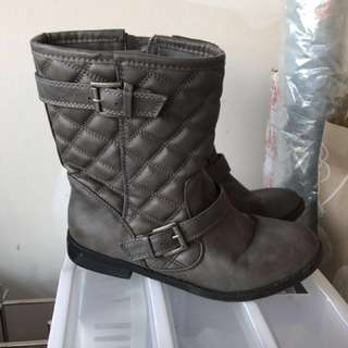 Women's grey quilted boot - size 7.5