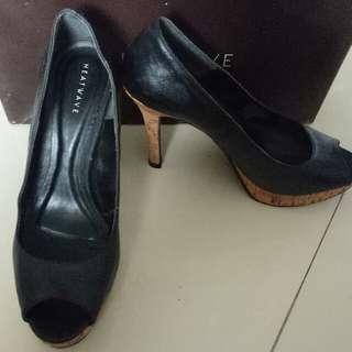 Sepatu Heatwave