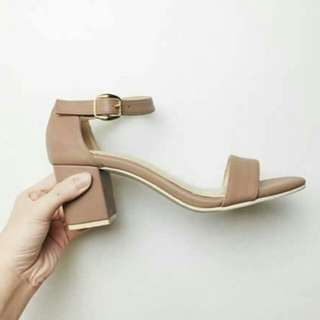 Low block heel trendy shoes 💯