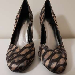 Guess Shoes - Size 7
