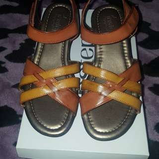 Folly size 37 TAN by Instep