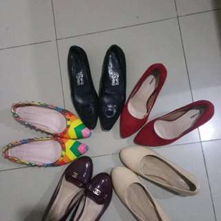 Doll shoes and heels. Take all for 1k