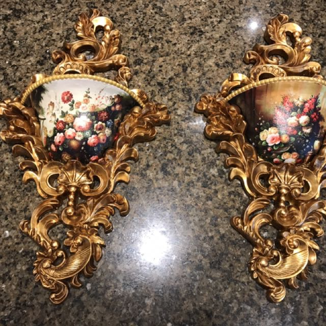 1 pair of wall sconces
