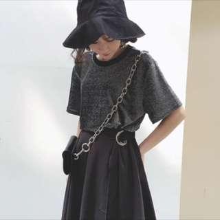 黑色亮面上衣