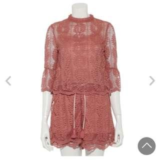 Lily brown 深粉紅色lace 上衣加短褲