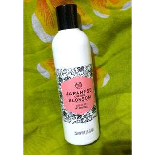 The Body Shop - Body Lotion (Japanese Cherry Blossom)