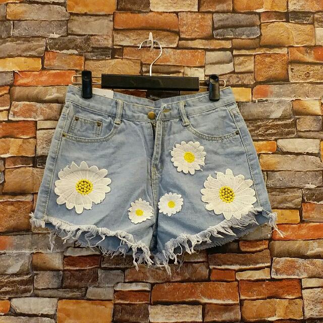 花朵刺繡短褲