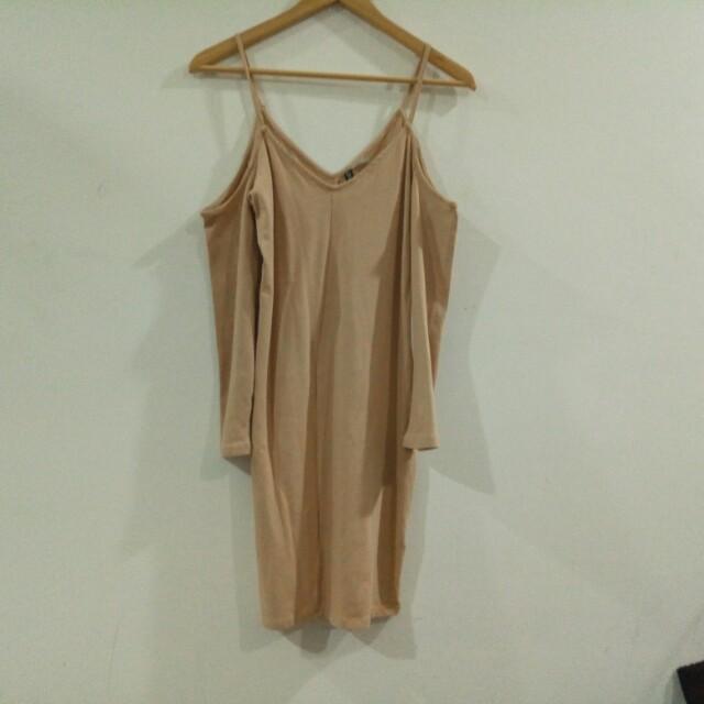 Bnwt h&m cold shoulder dress