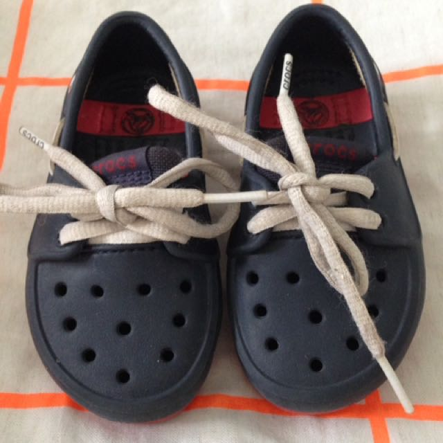 Crocs toddler boys shoes.Size 6.