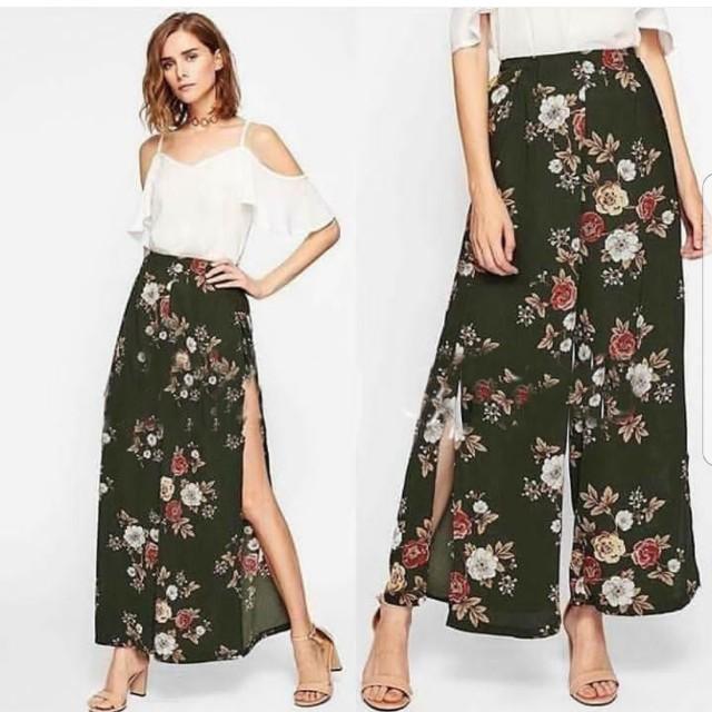 Floral black pants with slit