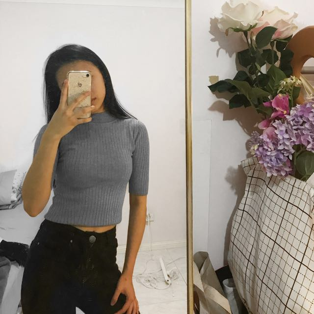 GLASSONS Turtleneck Ribbed Crop Top