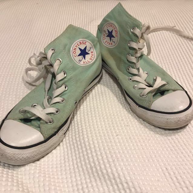 LIGHT GREEN CONVERSE  SIZE 7