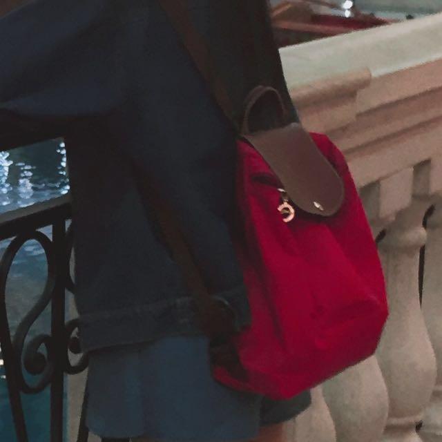 正香港購入longchamp背包(紅)