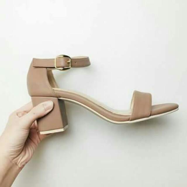 Low block heel trendy shoes 💯
