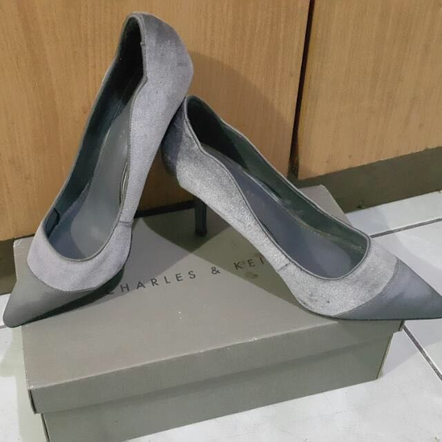 SALE SALE!! Charles And Keith Gamuza Shoes Silver