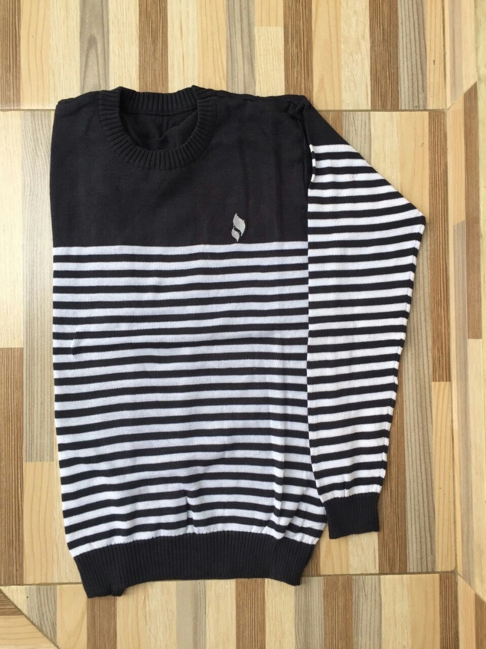 Sweater O-Neck Stripe Black